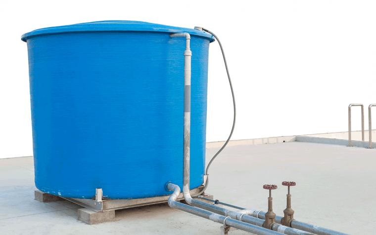Mantenha a caixa d'água sempre limpa e tampada em combate a dengue
